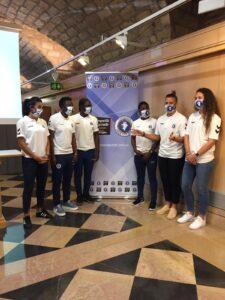 Jugadoras del Zaragoza Club de Fútbol Femenino durante la firma de patrocinio Comparte El Secreto
