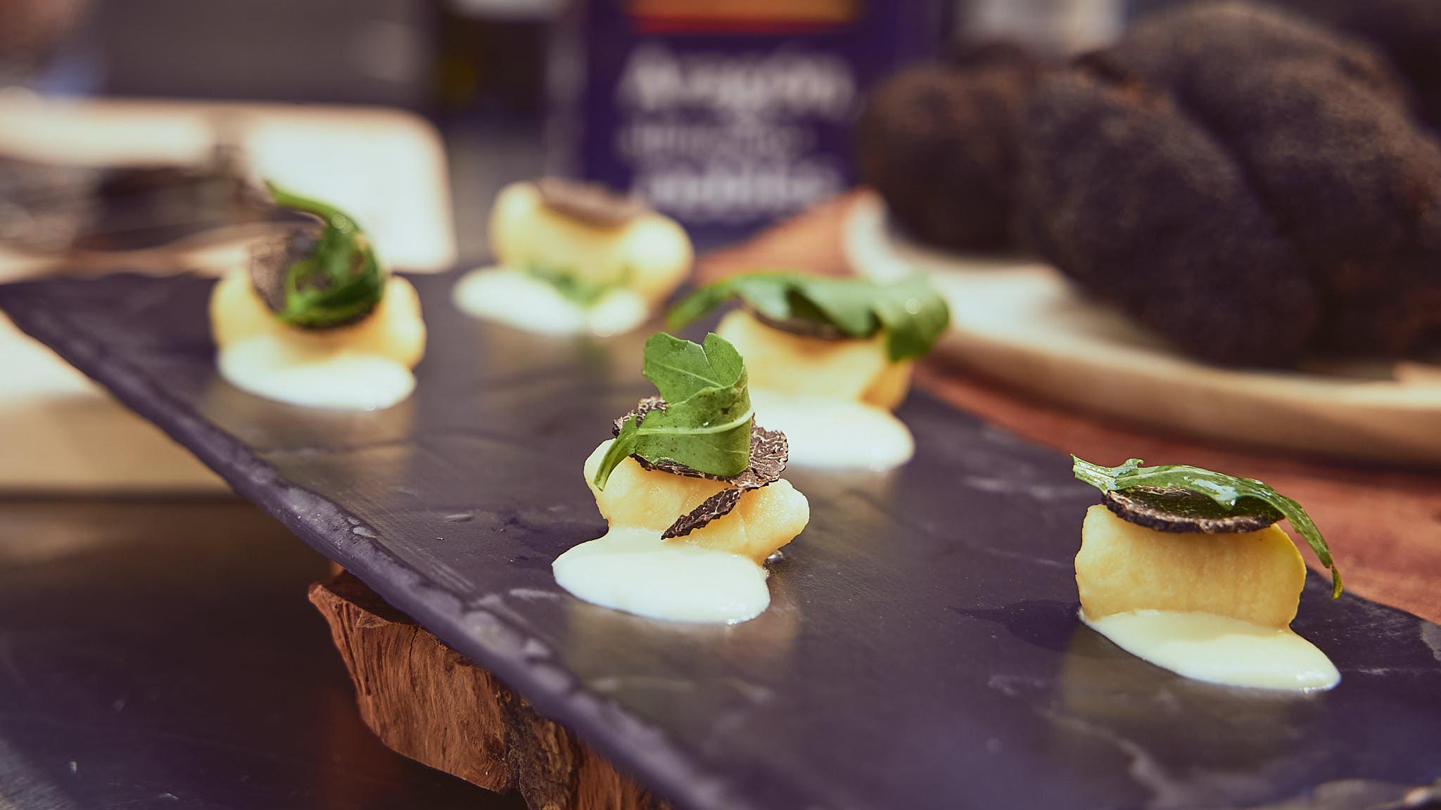 Ñoquis de patata con cremoso de queso y trufa de Aragón
