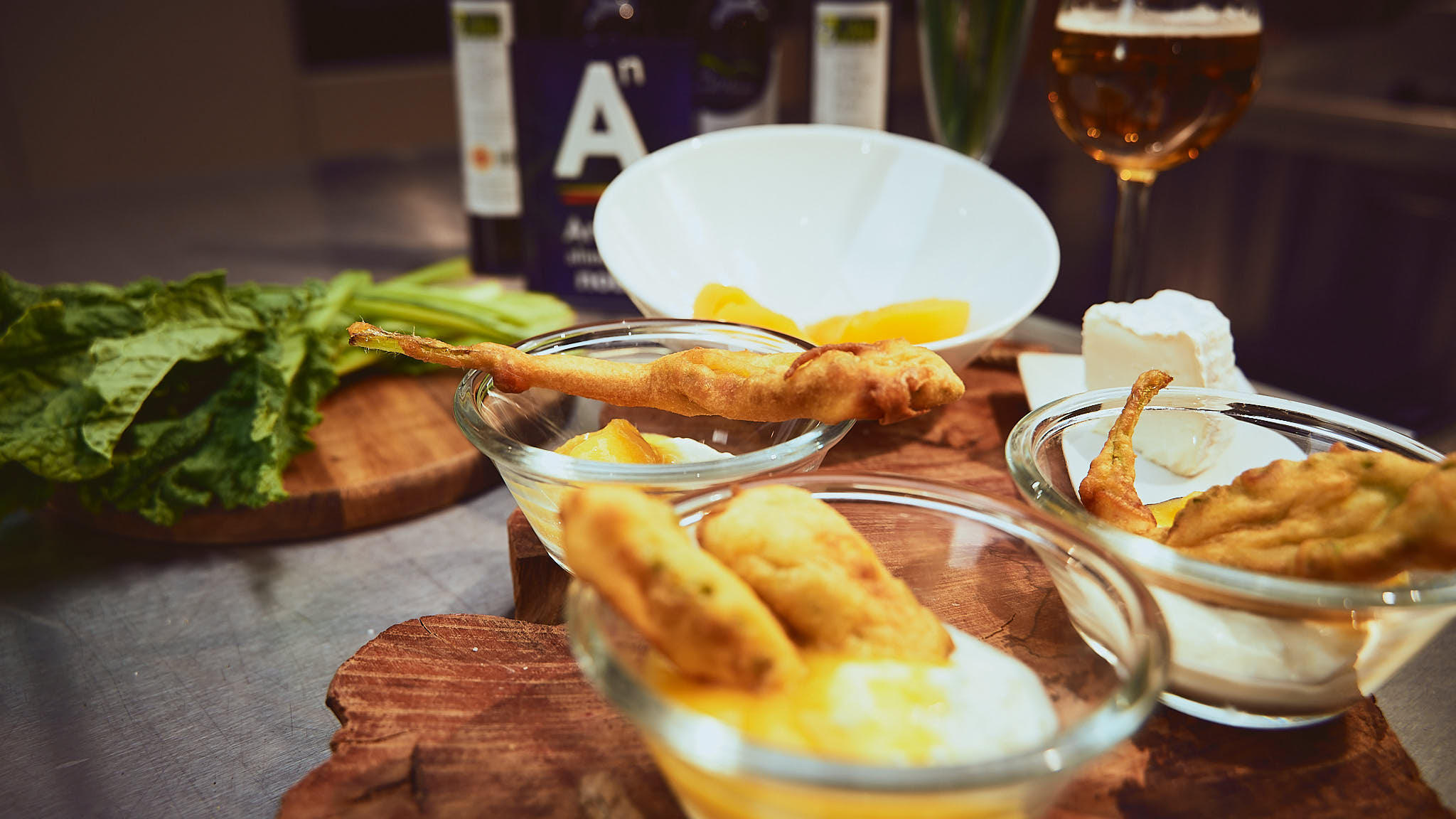 Crespillos de borraja con helado de melocotón de calanda dop y crema de queso de artesanía de Aragón