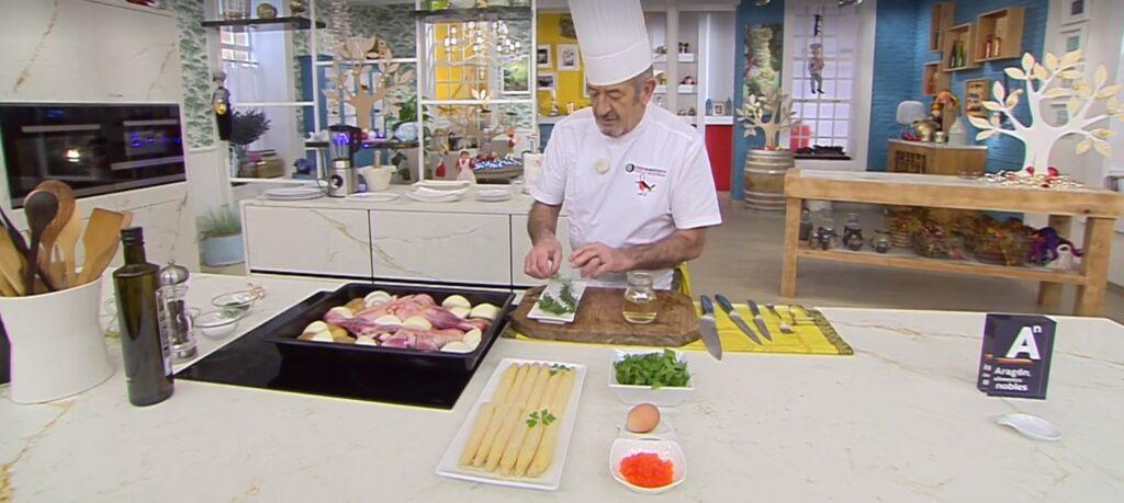 Karlos Arguiñano elabora una receta de Ternasco de Aragón IGP, cebolla Fuentes de Ebro y patatas de Chía