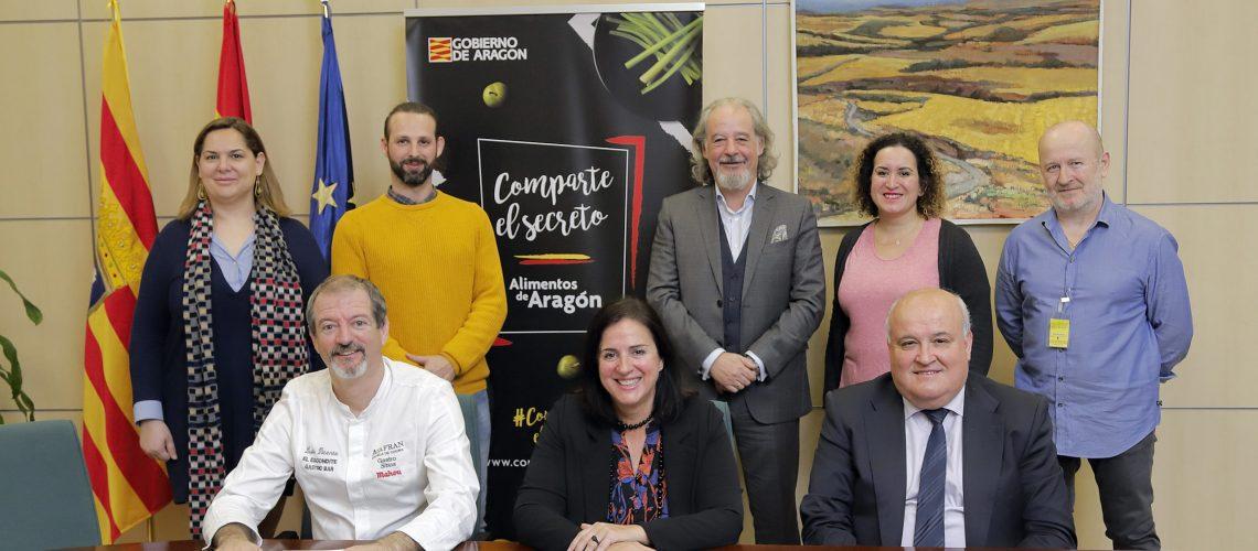 Carmen Urbano y representantes de los Gastro Sitios